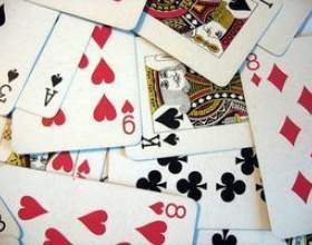 Jeux de cartes à jouer avec des quartiers фото
