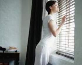 Traitements de fenêtre qui complètent un mobilier sombre фото