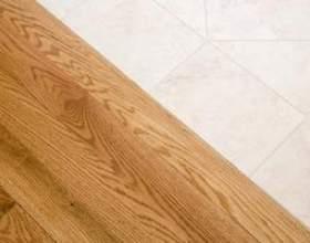 Couleurs pour le salon qui correspondent à un plancher en bois clair фото