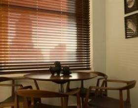 Utilisez-vous des rideaux avec stores en bois? фото