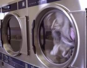 Sèche-linge ne se limite pas à la fin d`un cycle фото