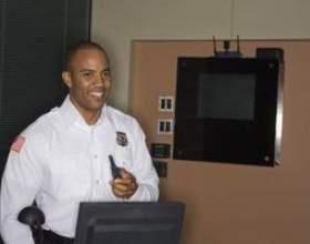 Tâches et responsabilités d`un agent de sécurité de gardien фото
