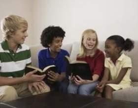 Jeux brise-glace de bible d`amusement pour les groupes фото