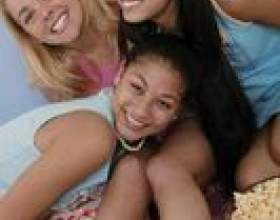 Jeux pour sleepovers d`anniversaire d`hiver pour les filles de l`adolescence фото
