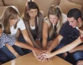 Jeux à jouer avec le groupe de jeunes de l`église фото