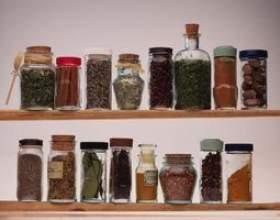 Bonne liste des épices de cuisine фото