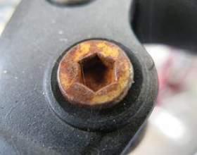 Comment puis-je supprimer des extracteurs de vis cassées? фото
