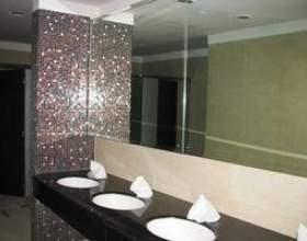 Comment ajouter un cadre à un miroir de salle de bain фото