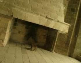 Comment nettoyer la brique blanche sur un visage de cheminée фото