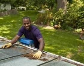 Comment monter une échelle et de marcher sur un toit фото