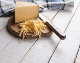 Comment couper le fromage gouda фото