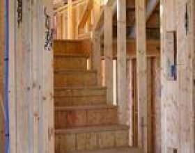 Comment installer le bois de chêne dans les escaliers фото