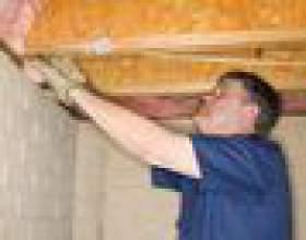 Comment isoler et ajouter une barrière de vapeur à un plafond de la cave фото