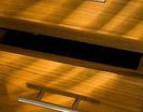 Diy finition de meubles avec une finition en bois blond фото