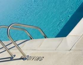 Comment faire pour supprimer les échelles de piscine фото