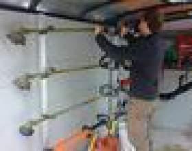Comment remplacer le câble de traction pour une tondeuse ryobi фото