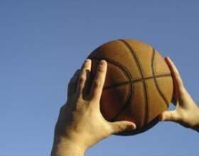 Comment lancer une passe de rebond en basket-ball фото