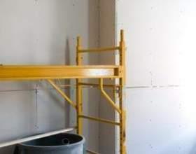 Comment utiliser une échelle ou un échafaudage sur les escaliers фото