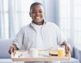 Comment utiliser des adjectifs descriptifs pour décrire le petit déjeuner фото
