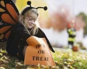 Jeux de plein air de halloween party kids фото