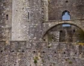 Outils médiévaux utilisés pour faire des châteaux фото