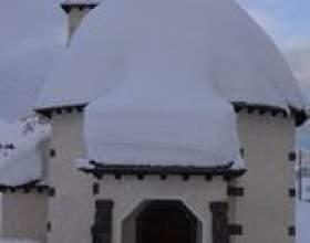 Enlèvement de la neige sur les toits фото