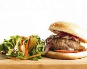 Salades qui vont avec hamburgers фото
