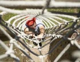 Activités de travail d`équipe avec une corde фото