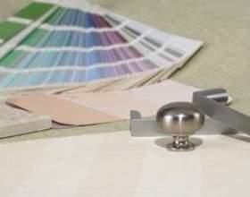 Quelle est la couleur de rideau pour correspondre à un canapé vert? фото