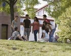 Quelle est la différence entre les universités et les collèges? фото