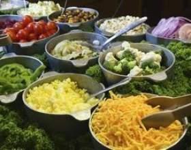 Quel genre de légumes sont dans un bar à salade? фото